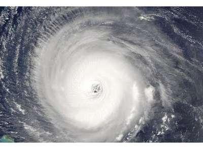 """شاهد بالبث المباشر للاعصار .. """"ساندي"""" يخلف 13 قتيلا حتى الان و اوباما يعلن نيويورك مدينة منكوبة"""