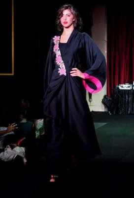 عبايات وأزياء عصرية في حفل رولز رويس 9998349902.jpg