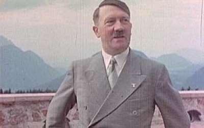 بالفيديو ..هتلـر بالالون لمدة ساعة كاملة..وكلمات خالدة مُترجمة للعربية للمرة الأولى