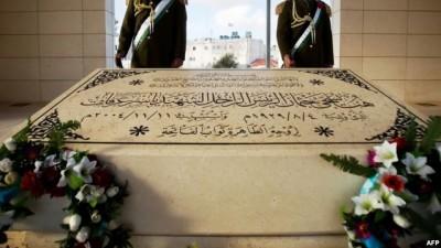 الطيراوي يكشف لدنيا الوطن ماذا شاهد فور فتح قبر الشهيد ياسر عرفات