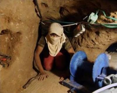 البضائع المهربة من انفاق مصر غمرت أسواق غزة بخاصة الوقود السائل