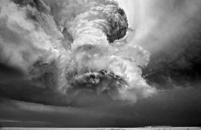 شاهد.. عاصفة خارقة للطبيعة 9998358854.jpg