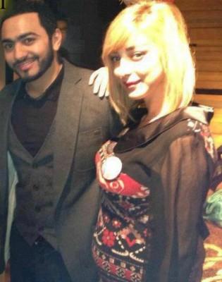 بالصور:بسمة بوسيل مع تامر حسني بعد ظهور آثار الحمل عليها