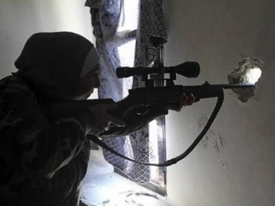 """بالصور.. """"غيفارا"""" امرأة فلسطينيي سوريا """"قناصة"""" 9998361717.jpg"""