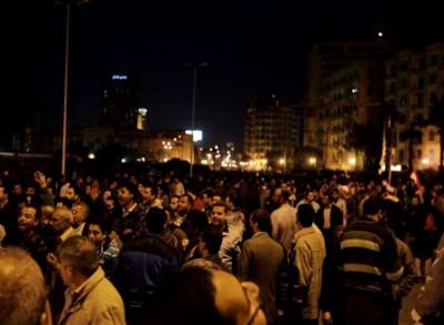 المتظاهرون يحذرون من مغادرة الميدان.. وقنوات تقطع بثها المباشر من التحرير 9998362861
