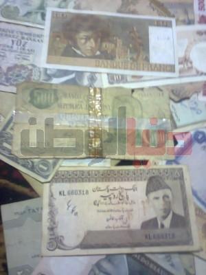 بالصور..غزّي يمتلك ورقة نقدية قديمة لكافة العالم:كل ورقة أطرفها 9998363146.jpg
