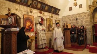 مطران شمال روسيا صفرونيوس يصلي مع الخوري رومانوس بيافه الناصرة