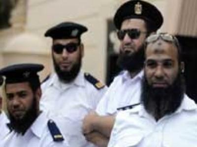 حكم قضائي نهائي يمكن رجال الشرطة بمصر من الحق في إطلاق لحاهم