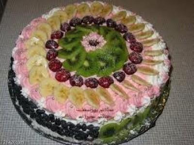 الكيـكة البيـضاء بالفواكة 9998367541.jpg