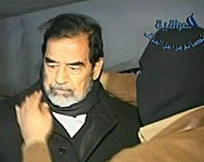 المشرف على اعدام صدام : مذهول من شجاعته وهو يتقدم للمشنقة ، وكان يواجه الموت والجلاد بتحد كبير .. شاهد فيديو الاعدام