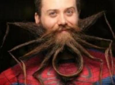 رجل اميركي يصفف لحيته على شكل عنكبوت
