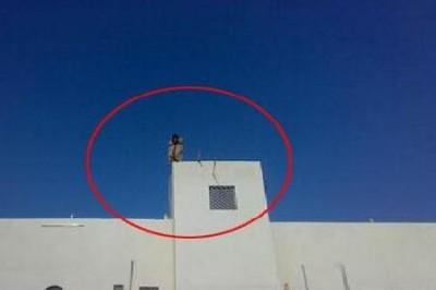 طالب يحاول الانتحار ويطعن نفسه 9998373774.jpg