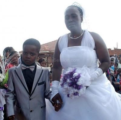 بالصور: الحياة الزوجية للطفل الذي تزوج امرأة عمرها 61 عامًا