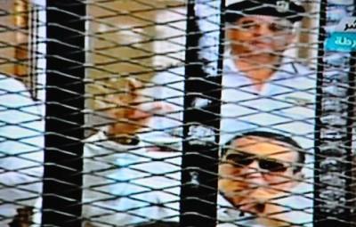 بالصور والفيديو..المحكمة تتنحي عن نظر قضية مبارك لاستشعارها الحرج