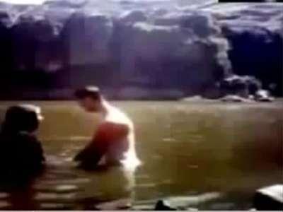 بالفيديو..عروسان يمنيان يغرقان أمام الكاميرا في مشهد أبكى الملايين