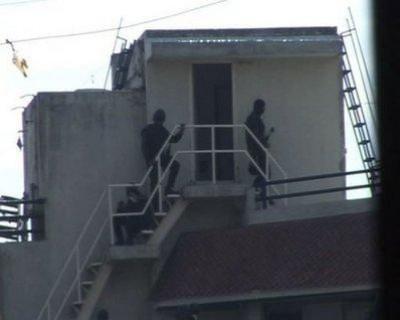 فيديو وصور جديدة .. تحرير الرهائن وانتحار احد المنفذين :5 قتلى ودماء في كل مكان
