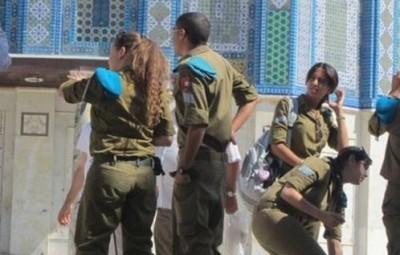 عشرات المجندات الصهيونيات يقتحمن الاقصي 9998384196.jpg