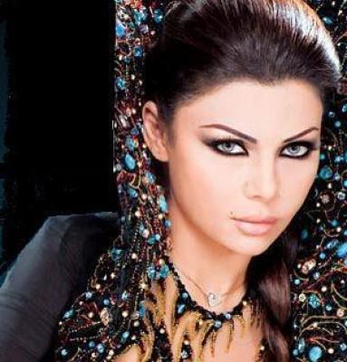 بالصور : هيفاء وهبي تثير الجدل بملابسها في أربيل