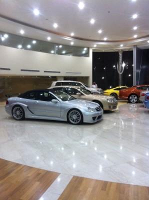بالصور.. افتتاح معرض للسيارات الفاخرة