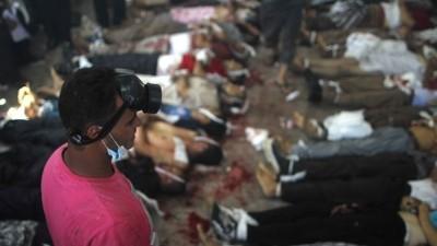 """العثور على 28 جثة تحت منصة """"رابعة"""" عليها آثار تعذيب"""
