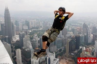 القفز من برج كوالالمبور
