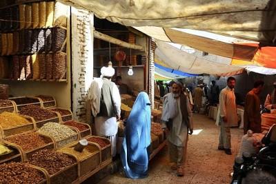 أفغاني يقتل زوجته لخروجها للسوق دون أذنه