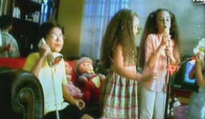 """صورة وفيديو .. كيف يبدو أبطال أغنية """"بابا فين"""" الآن ؟"""