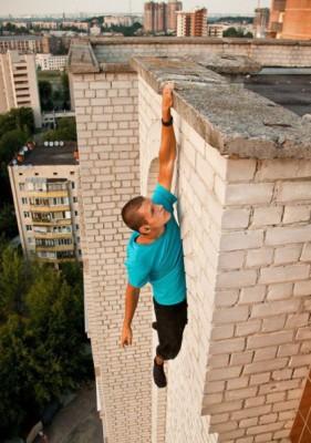 شاب روسى يحب التصوير فى الاماكن الخطيرة جدا