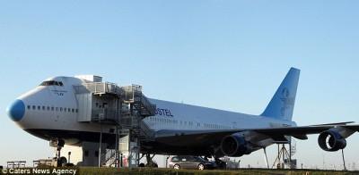 """بالصور.. مستثمر سويدي يحول طائرة """"بوينغ"""" إلى فندق خمس نجوم"""