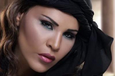 """صحيفة أجنبية تُهاجم أحلام بعد وصفها لريهانا بـ"""" الكافرة """" ... شاهد"""