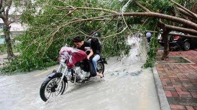 """فيديو الدقائق الأولى اعصار """"هايان"""" المدمر الذي اجتاح 9998417915.jpg"""
