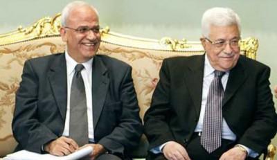 في حال إصراره على الاستقالة سيختار مفاوضين آخرين .. عباس يرفض استقالة عريقات ويطالبه بالاستمرار بعمله
