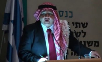 """تهجّم على الأردن: المُعارض """"مضر زهران"""" في إسرائيل بالشماغ الأردني .. فيديو"""