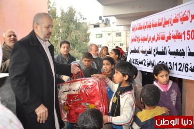 جمعية الفلاح الخيرية توزع 150 بطانية على الأسر المنكوبة والمتضررة بسيول الشتاء شمال غزة
