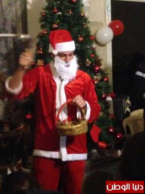 """الممثل نيكولا مزهر يرتدي زي """"بابا نويل"""" ويفاجئ الأطفال"""