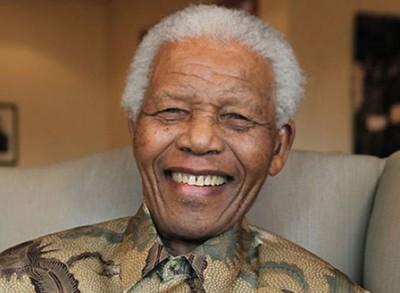 سجّان مانديلا يروي أسرار الزعيم العالمي داخل زنزانته