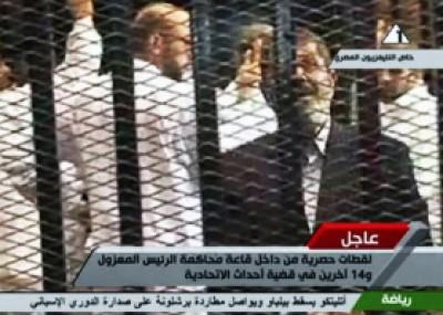 إحالة مرسي ومرشد الاخوان للمحاكمة بتهمة التخابر مع حماس