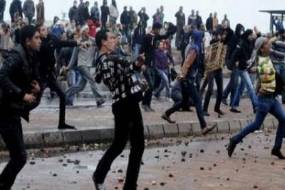 الاسكندرية يطلق الغاز المسيل للدموع لتفرقة الاهالي وتنظيم 9998429123.jpg