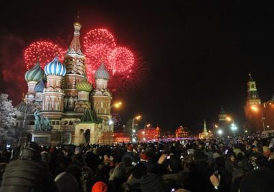 بالفيديو: روسيا تحتفل بحلول رأس السنة تسع مرات