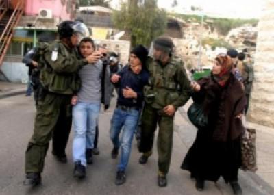 قوات الاحتلال تعتقل فتىًّ من بلدة بيت فجار جنوب بيت لحم