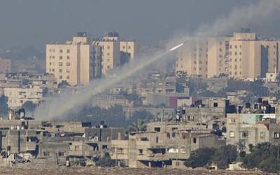 سقوط صاروخين بالقرب من مكان دفن شارون