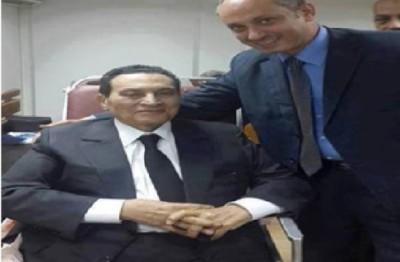 """يلبس البدلة الرسمية .. أول صورة للرئيس الأسبق """"حسني مبارك"""" بعد اخلاء سبيله"""