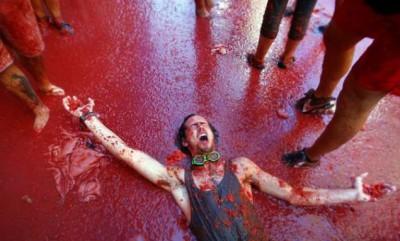 مهرجان حرب الطماطم في اسبانيا