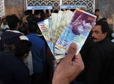 هل سيتقاضى موظفي غزة رواتبهم ؟ وما هي أسباب تأخر رواتب عسكريي السلطة؟