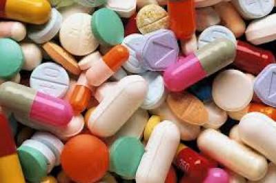 تناول الأدوية دون الرجوع إلى الطبيب.. الصيدلي قد يقودك إلى الموت!