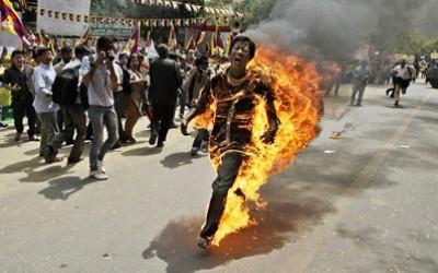 """مواطن ينتحر """"حرقاً"""" وسط مدينة نابلس"""