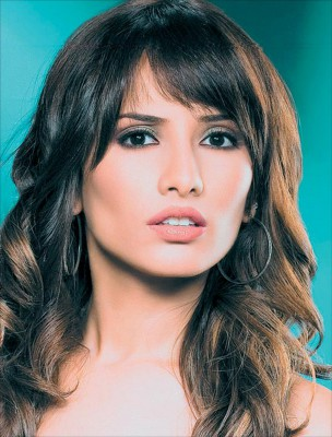 زينة تصدم الجميع بشكلها في أول ظهور لها بعد أزمتها مع أحمد عز