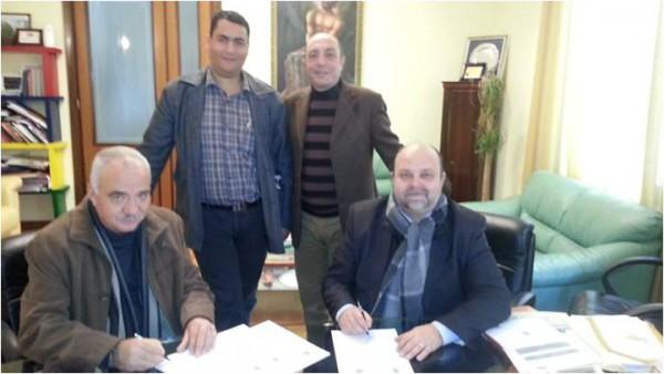 بلدية سلفيت توقع اتفاقية توأمة مع مقاطعة كروتوني الايطالية