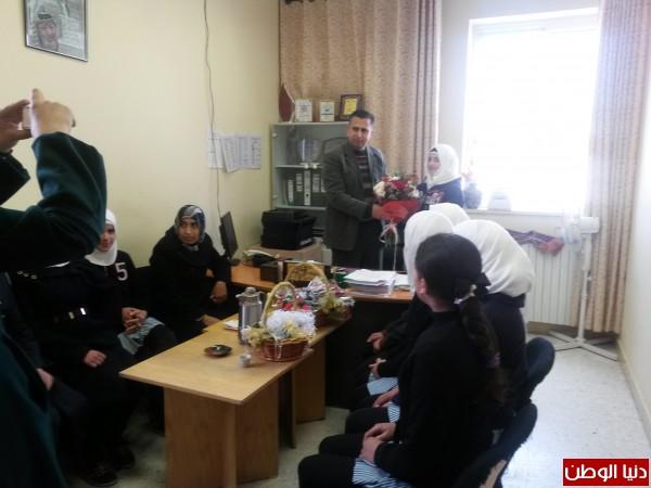 مدرسة بنات شهداء يطا الثانوية تكرم إدارة وموظفات مستشفى الشهيد أبو الحسن القاسم بمناسبة يوم الأم