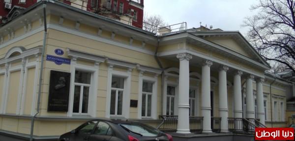 سفارة فلسطين في موسكو..موظف لخدمة كل فلسطيني في روسيا !